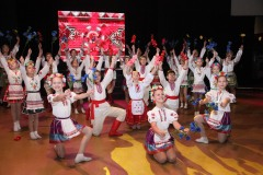 Народний-ансамбль-народного-танцю-_Веселые-ребята